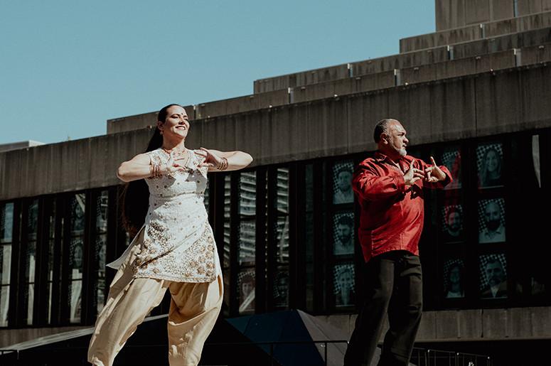 Danseurs sur l'esplanade